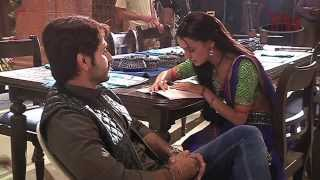 getlinkyoutube.com-Sanaya reads funny Hindi - Behind the Scenes of Rangrasiya