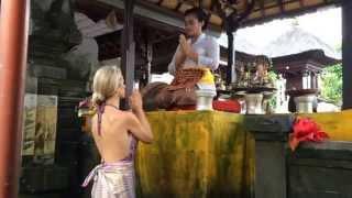 getlinkyoutube.com-Balinese Hindu Dharma High Priestess Ida Resi Alit - Erin Fall Haskell -