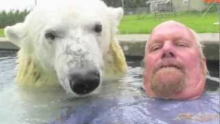 getlinkyoutube.com-The Only Man In The World Who Can Swim With A Polar Bear: Grizzly Man