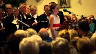 getlinkyoutube.com-Stille nacht   Amira Willighagen en het Nijmeegs Mannenkoor   Kerst concert 2015