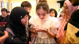 getlinkyoutube.com-[1/5] Jannina W. with Indonesian fanclub @ Siam Paragon, Songkran Festival