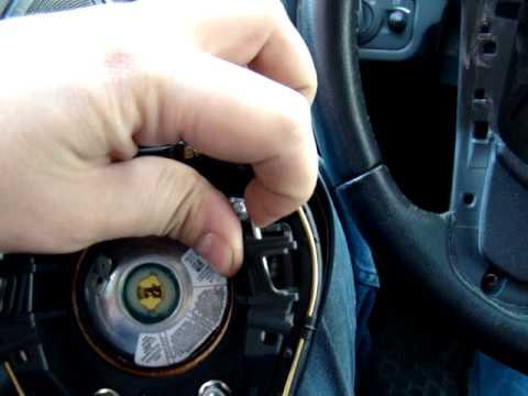 Как снять подушку безопасности на руле в Ford Fiesta MK7