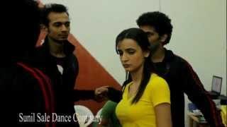 getlinkyoutube.com-Actress Sanaya Irani talking about Choreographer Sunil.Sale