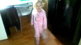 Little Girl Dancing And Singing To Ciara! lol..