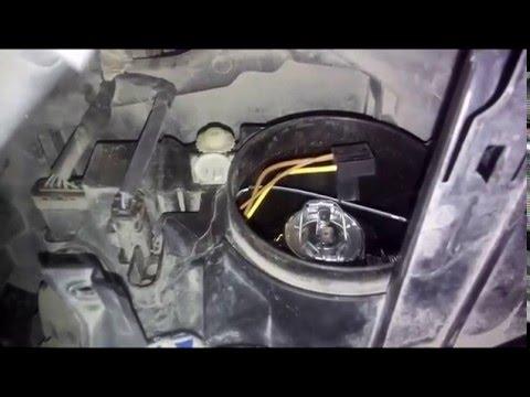 Замена лампы ближнего света Рено Флюенс Renault Fluence