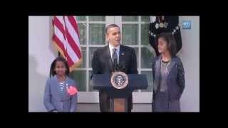 getlinkyoutube.com-Sasha & Malia Helps Prez Obama Pardons White House Turkey