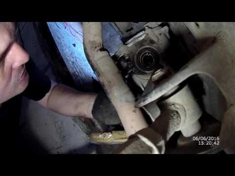 Замена сальника внутреннего шарнира привода заднего колеса, на автомобиле Хендай Туссан