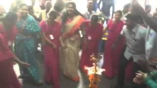 getlinkyoutube.com-Bathukamma dance by shyamala