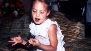 getlinkyoutube.com-Angelina Jolie As Child