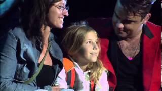 getlinkyoutube.com-Robbie Williams : She's The One & Angels -Zagreb 2013