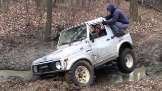 getlinkyoutube.com-1987 Suzuki Samurai stuck in a creek