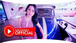 getlinkyoutube.com-Intan Sari Iyem - Telolet Om Om (Official Music Video NAGASWARA) #omteloletom