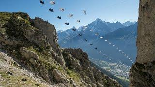 getlinkyoutube.com-Wingsuit Vs Highline : Awesome Chamonix Brevent World Best Stunt Record Ever !