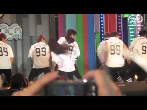 [FANCAM] 131130 방탄소년단 with Kratae Rsiam - No More Dream