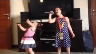 "getlinkyoutube.com-Kendra And Scarlett Kramer Sings ""Diamond"""