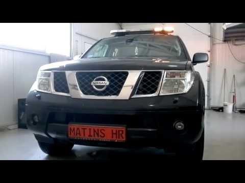 Nissan pathfinder  traffic control
