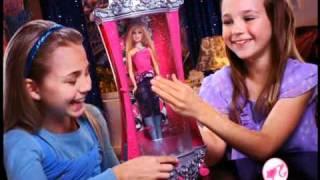 getlinkyoutube.com-Barbie®  A Fashion Fairytale Glitterizer™ Wardrobe