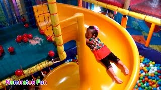 Bermain Permainan Mandi Bola Taman Anak-Anak di Mall - Playing Kids Pool Fun Balls Indoor Playground