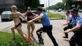 getlinkyoutube.com-FEMEN protest in Kiev - no comment