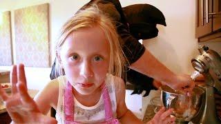 getlinkyoutube.com-KIDS COOKING: DIY CHRISTMAS COOKIE GIFT FOR KIDS