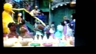 """getlinkyoutube.com-Sesame Street - """"We're a Family (1997)"""""""