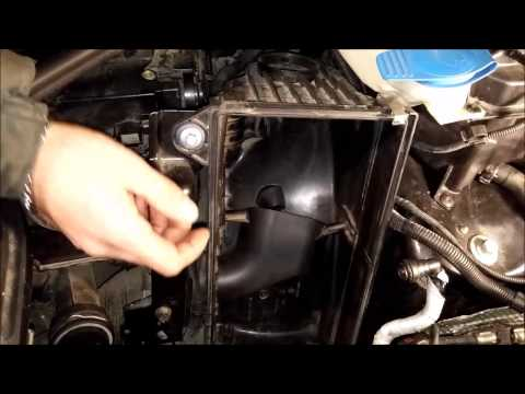 #002(2) замена воздушного фильтра двигателя Audi Q7,VW Touareg