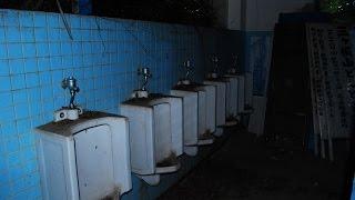 getlinkyoutube.com-【怖い話】「駅のトイレ」夜遅くに駅のトイレで用を足していたら【3拍子ちゃんねる】