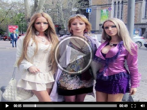 La barbie humana valeria lukianova vuelve muñecos a toda su familia!! Mira el vídeo jaja xD...