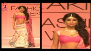 Hot Doll Shreya Sharan Sexy Pink Bosoms Juicy Navel width=