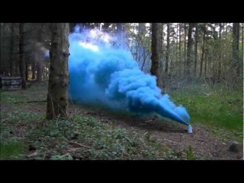 Testing a Blue Smoke Grenade from Tifo.it