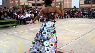 getlinkyoutube.com-Desfile modas con material reciclado,  Institución Educativa 2024 - Los Olivos