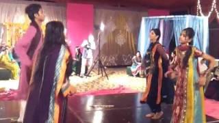 "getlinkyoutube.com-Daandiyan Performance on ""Latthay di Chadar"" @ Amber baji's Mehndi......"