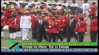 Kikwete akikagua Gwaride kuapishwa Magufuli width=