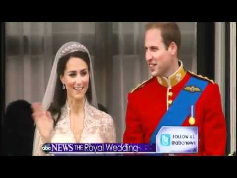Royal Wedding: William and Kate's First Kiss, Too Short for Buckingham Palace Balcony