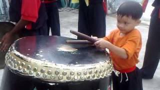 getlinkyoutube.com-kid LION DANCE drumming (6 years old)叶 生 弟 子 醒 狮 团 六 岁 小 鼓 手