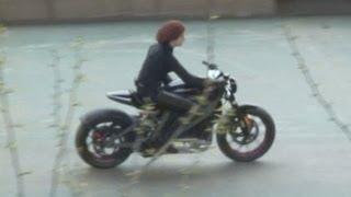 """getlinkyoutube.com-The Avengers 2 - Shooting """"Black Widow"""" motorcycle scene"""