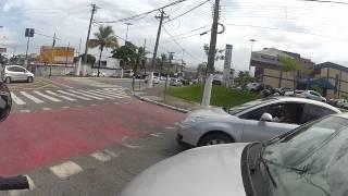 getlinkyoutube.com-Tia puxando a faca no farol em Guarujá / Driver armed with knife