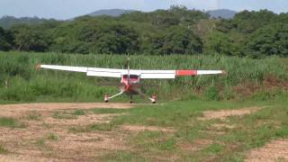 Short take off Cessna 182 Costa Rica
