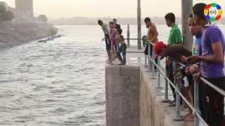 getlinkyoutube.com-حرارة الجو تجبر الأسايطة على تحويل نهر النيل لحمام سباحة