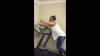 Viral Video UK: Wine + Treadmill = disaster