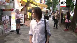 getlinkyoutube.com-Men who like dressing as women coming out of the closet in Tokyo