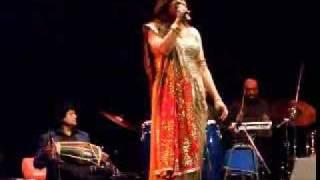 Alka Yagnik - Ladki Badi Anjani Hai - live @ Ottawa, November 2008