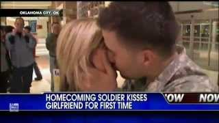 getlinkyoutube.com-Soldier Meets Girlfriend For First Time