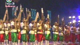 getlinkyoutube.com-Lao Khaen Performence ເປົ່າແຄນວົງ