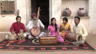 getlinkyoutube.com-Sumitra Das Goswani performing with her family, she sings with Dharohar.