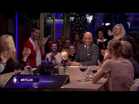 Humberto ontvangt De Vergulde BH - RTL LATE NIGHT