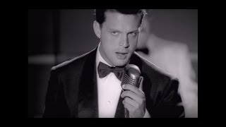 getlinkyoutube.com-Luis Miguel - Por debajo de la mesa  (Video Oficial)