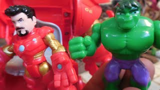 getlinkyoutube.com-Hulk x Homem de Ferro Iron Man Stark Tech Armor Playskool Dolls Marvel Toys  Muñecos Juguetes Kids