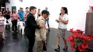 getlinkyoutube.com-Indigente pide cantar (e impacta con su voz)