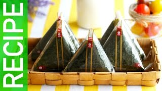 getlinkyoutube.com-[KpopKcook + Recipe] EASY Korean Triangular Kimbap (삼각김밥 만들기)